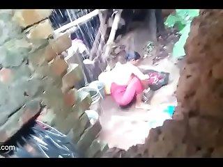 Desi village bhabi on bath