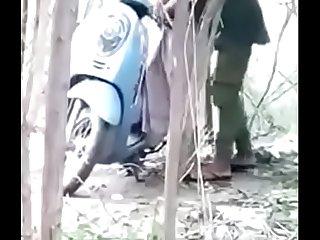 देसी लडकी को जंगंल मे ले जा कर खडा करके चोदा।