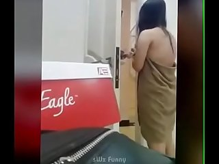 Desi asian indian pakistani Girl the towel to delivery boy