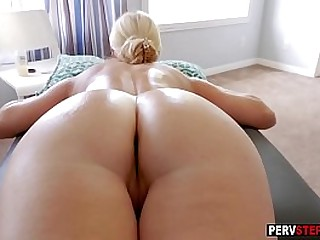 MILF woman enjoyed in a stepsons massage with his magic fingers
