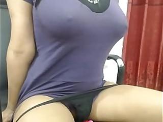 Desi Bhabi Fingers Herself on live cam