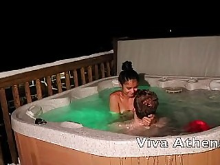 TIGHT DESI SLUT GIVES CAMERAMAN BLOWJOB IN HOT TUB